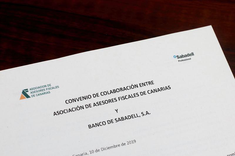 La Asociación firma un nuevo convenio de colaboración con el Banco Sabadell